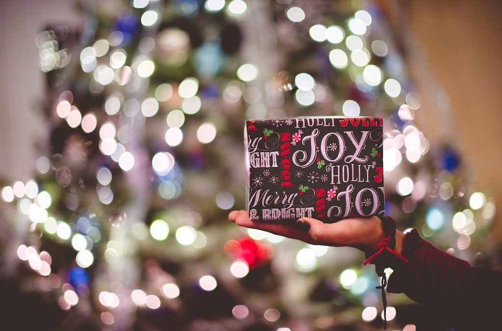 How to Save Money on Christmas Shopping